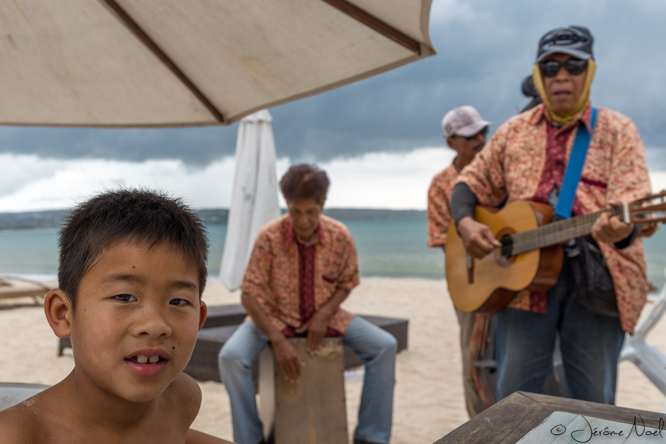 Plage de Jimbaran - Luka et ses amis chanteurs
