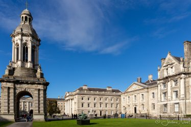 The Campanile of Trinity College depuis le Library Square